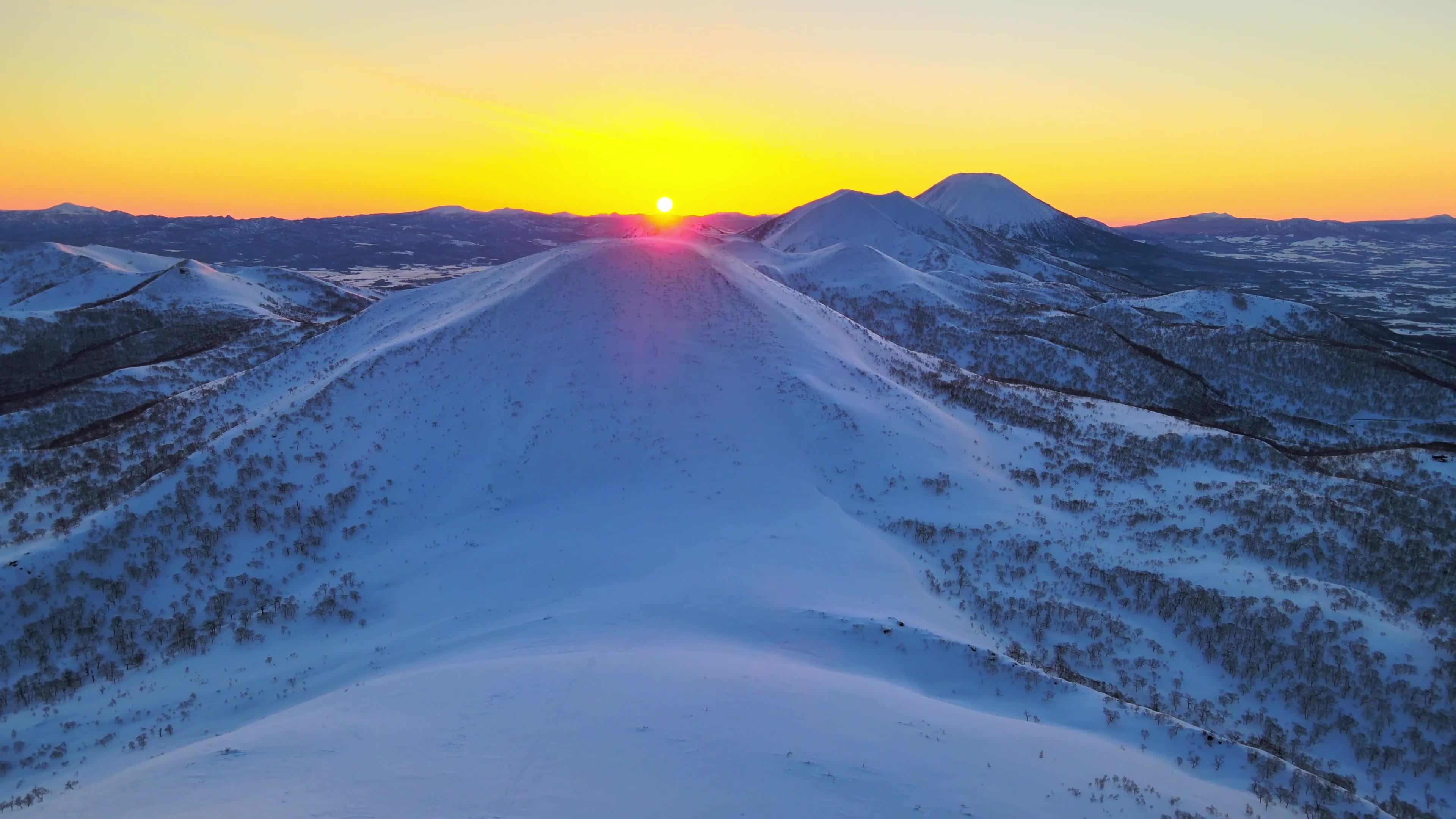 实拍冬季冬天日出暖阳雪景雪山视频素材